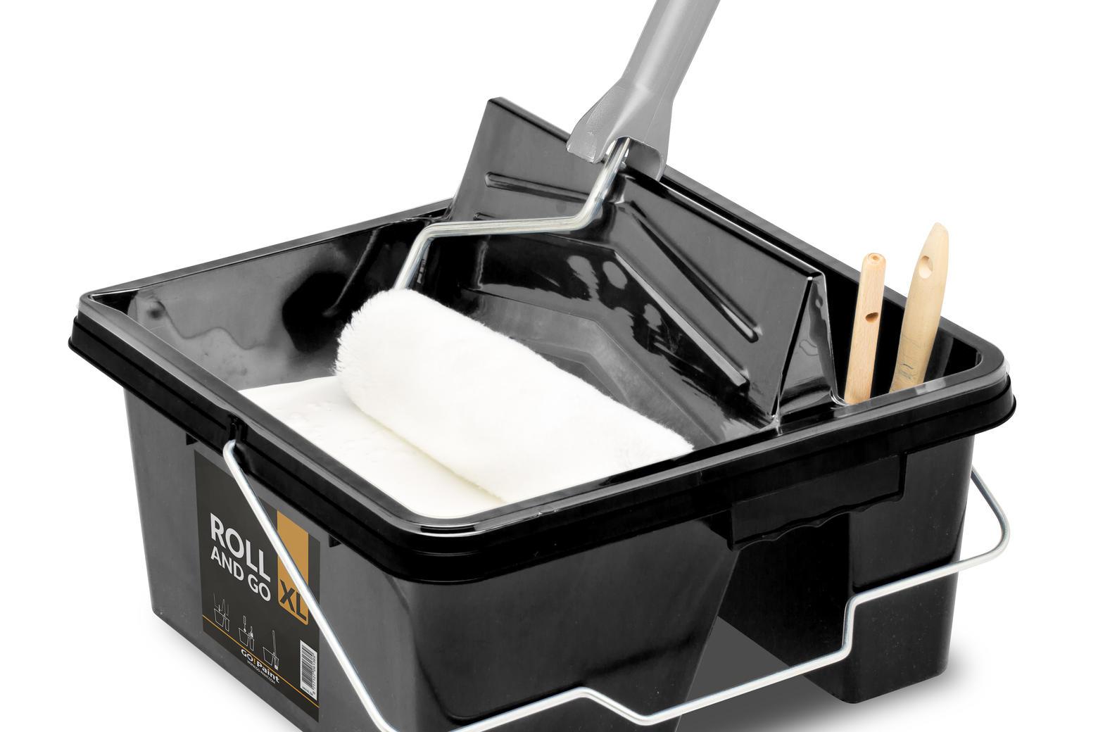 Der Roll and Go XL ist ein stabiler Farbbehälter mit zwei Kompartimenten: eins zum Arbeiten mit dem Farbroller und eins für das übrige Material.