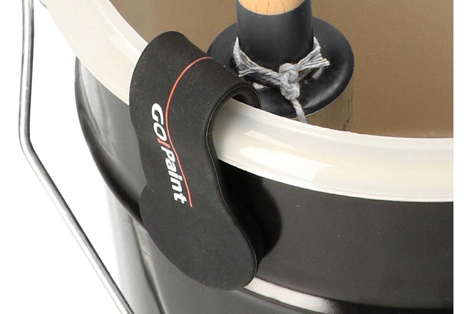 De zachte rubber buitenkant beschermt het blik en de kwast.