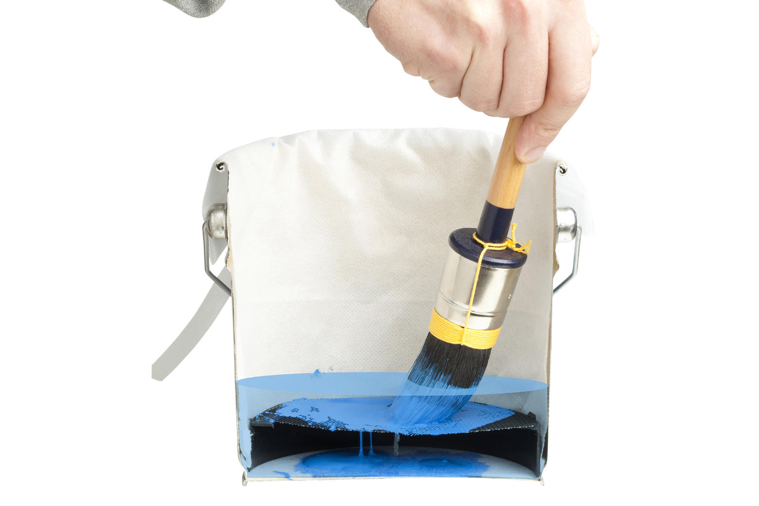 The paint particles are collected in the bag under the sieve.