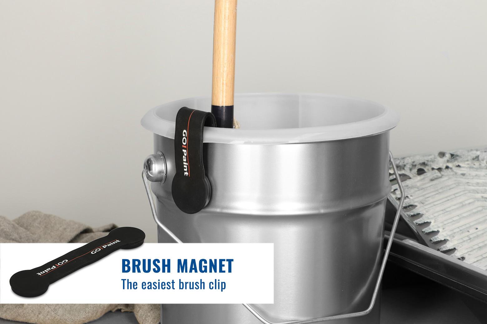 Flexible magnetic brush clip