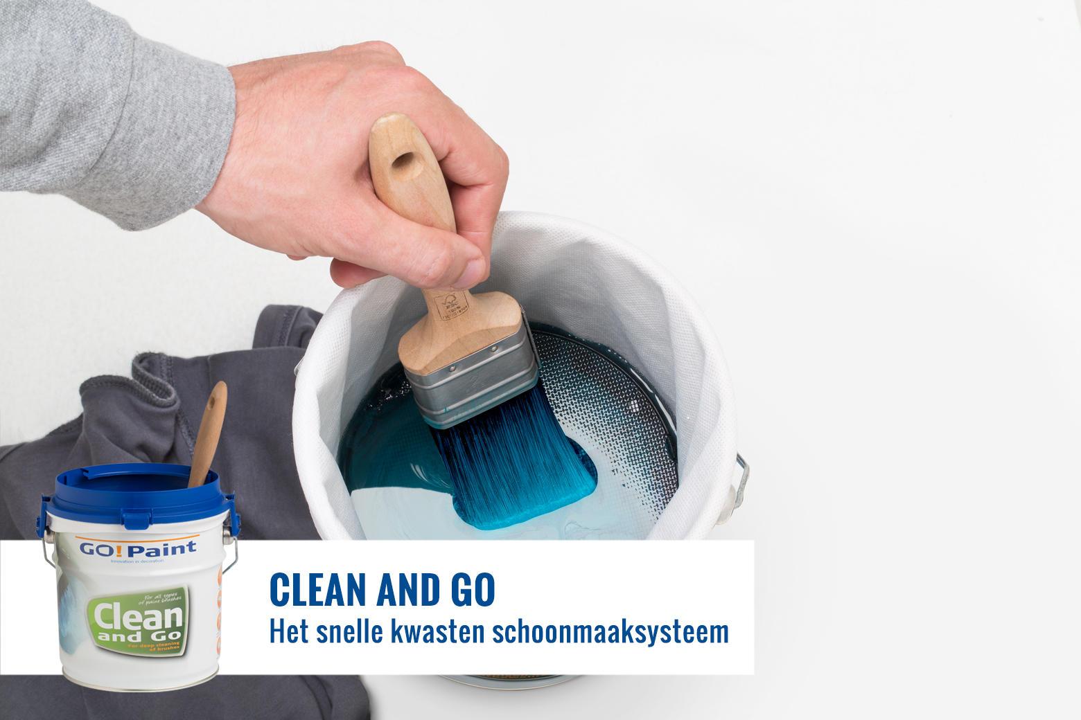 De verfkwast wordt snel en diep schoongemaakt door deze over de zeef heen en weer te bewegen.