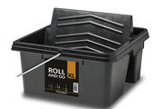 The Roll and Go XL is so stable that it won't tip over, even if you use the roller with a telescopic pole and press it firmly against the integrated rolling tray.