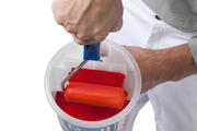 With the integrated roller grid you get a good and even paint load onto the roller.